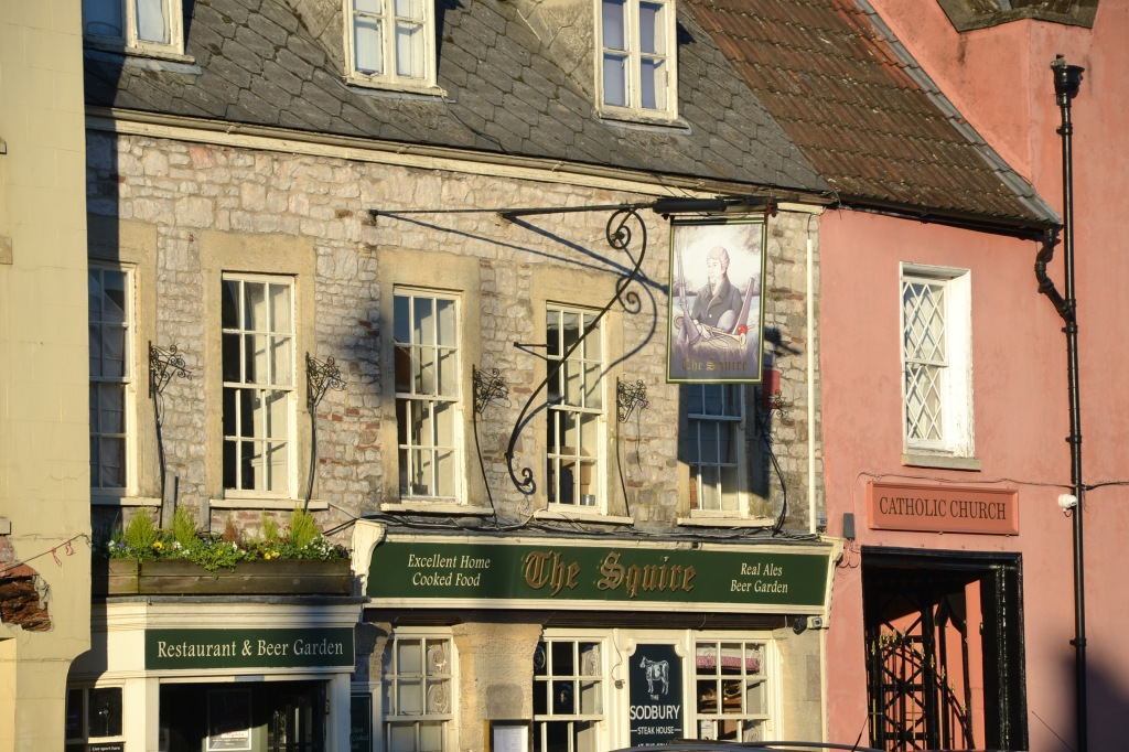 Image of The Squire pub with a hyperlink to the pub's own website